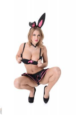 Viola-Bunny-Love--a6rug44ggh.jpg
