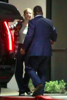 Jennifer Lawrence at her hotel in LA 7