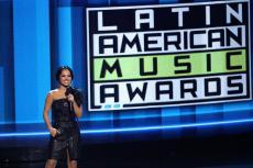 beckyg_latinamericanmusicawards2017-1.jpg