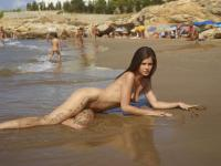 H3GR34RT-Caprice-Nude-Beach-m63uvc0a01.jpg