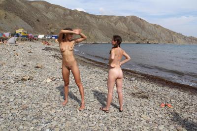 Jana A. & Asja K. - Crimean Beach  g6ru1a8zl4.jpg