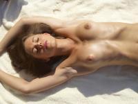 H3GR34RT-Caprice-Public-Beach-x641r4cu0f.jpg