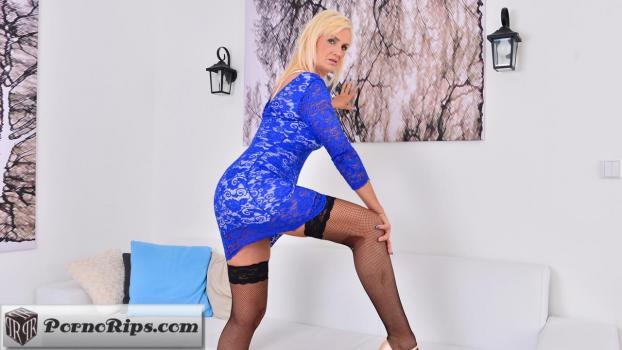 anilos-17-11-07-roxana-hanova-blonde-bombshell.jpg