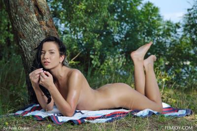 Aurelia Perez - No Shy