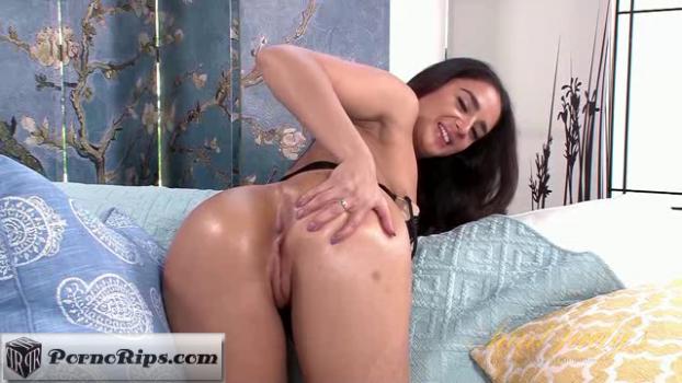 auntjudys-17-11-14-sheena-ryder-masturbation.png