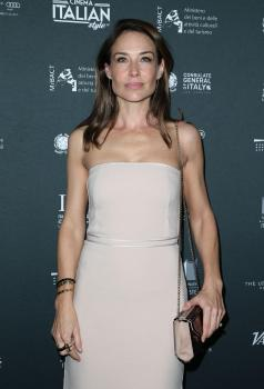 Claire forlani nackt